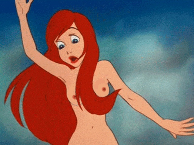 Kylie jenner transforms into ariel in the little mermaid for halloween