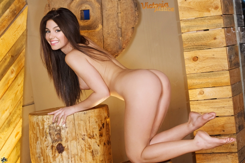 Naked Lola Martinez beating pretty red-hot posture on this picture!
