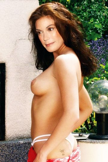 teri-hatcher-in-nude-pantyhose
