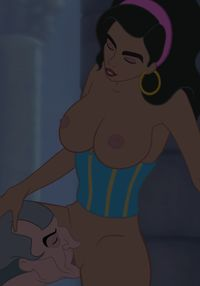 Esmerelda esmeralda_1554457_-_Esmeralda_Frollo_The_Hunchback_of_Notre_Dame_animated_darklolichan.gif
