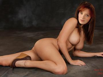 Allison Mack Desnuda