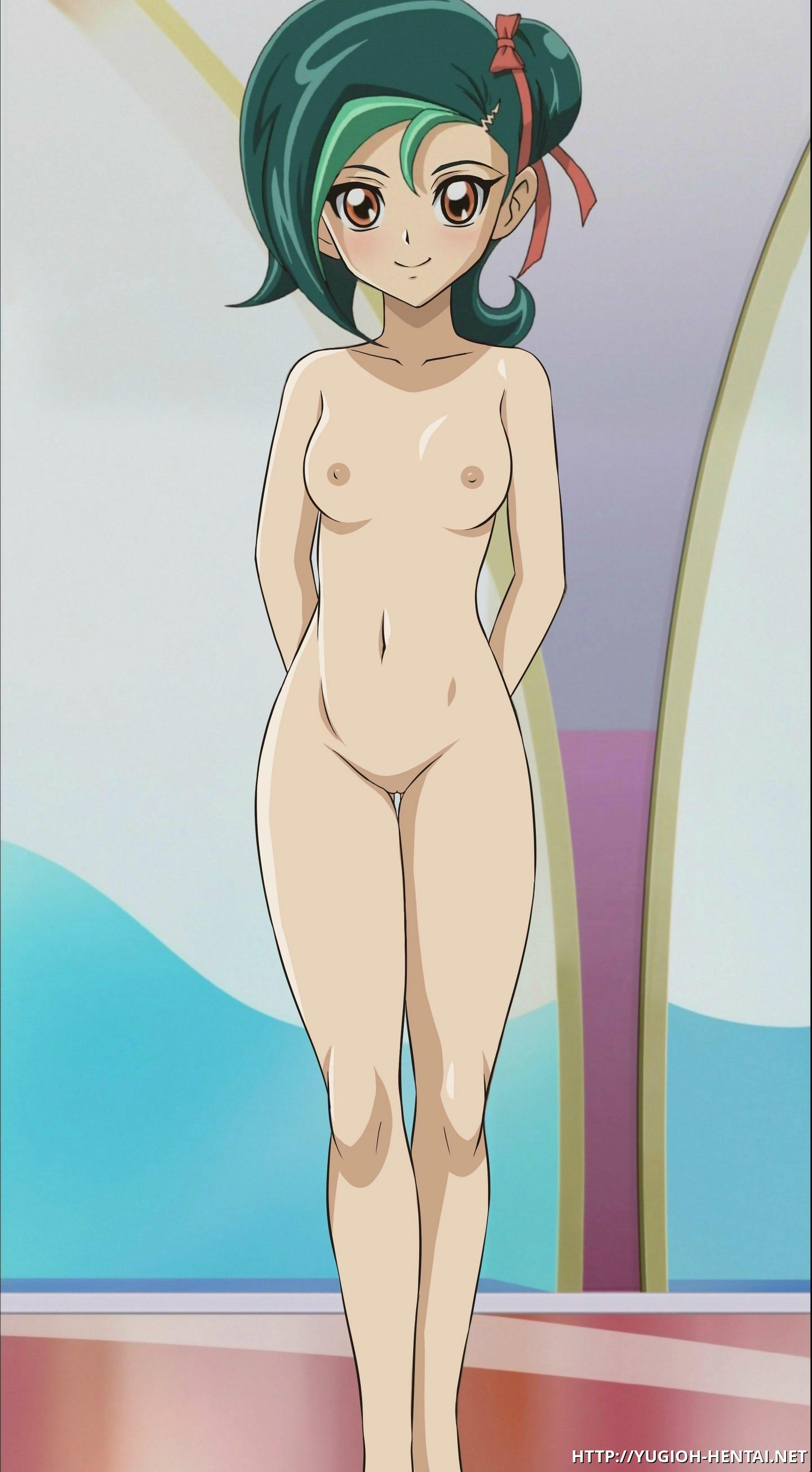 Kotori Mizuki shows her pretty body
